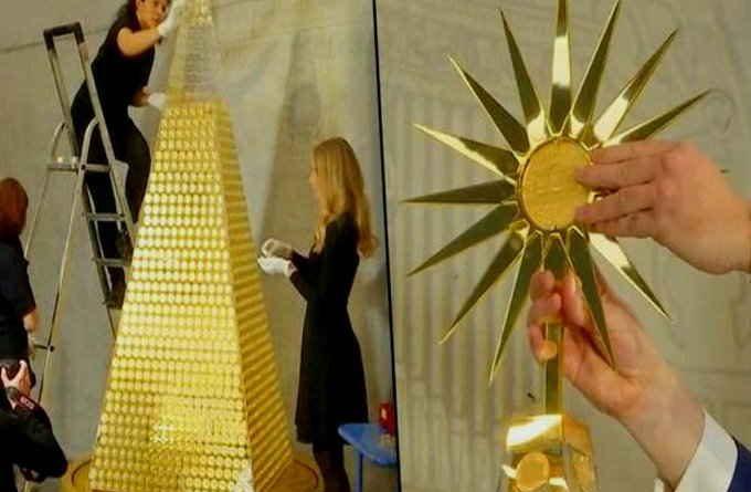 24 कैरेट वाले सोने के सिक्कों से बना क्रिसमस ट्री, खर्च 18.52 करोड़ रुपए