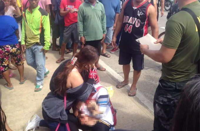19 महीने की बच्ची का इलाज कराकर लौट रही थी महिला, बाइक पर बेटी को गोद में ले रखा था, तभी एक स्कार्फ के चलते लुट गईं सारी खुशियां