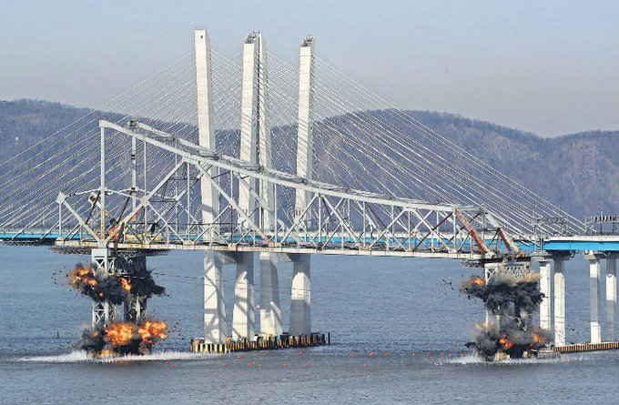 हडसन नदी पर बना 64 साल पुराना ब्रिज विस्फोट कर 5 सेकंड में गिराया गया