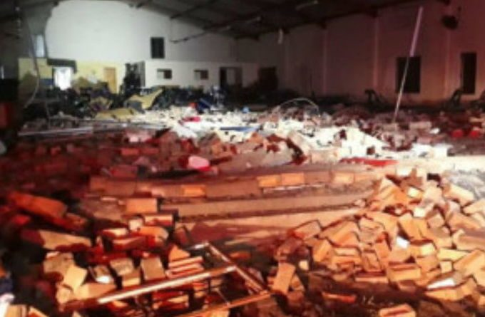 चर्च की छत गिरने से 13 लोगों की मौत, 16 घायल